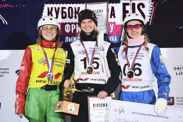 Александра Рамановская, Кайли Маккиннон и Александра Орлова (слева направо)