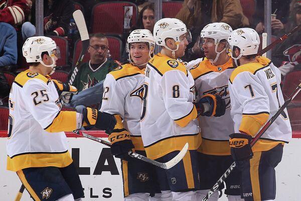 Хоккеисты Нэшвилла Алексей Емелин, Кевин Фиала, Кайл Террис, Крэйг Смит и Янник Вебер (слева направо)