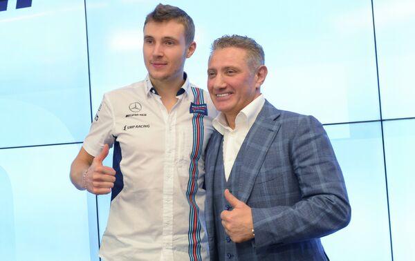 Пилот программы развития российского автоспорта SMP Racing гонщик Сергей Сироткин (слева) и основатель и руководитель SMP Racing Борис Ротенберг