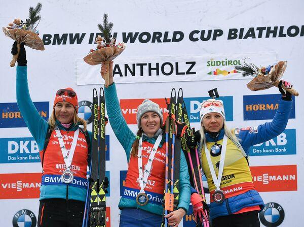 Анастасия Кузьмина, Дарья Домрачева, Кайса Мякяряйнен (слева направо)
