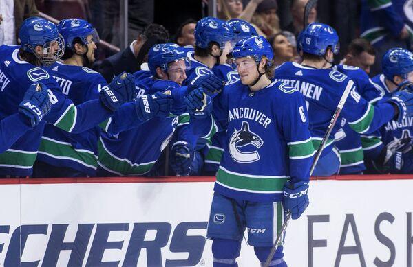 Нападающий клуба НХЛ Ванкувер Кэнакс Брок Бозер (№6)