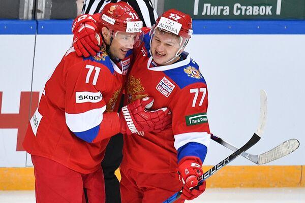Хоккеисты сборной России Илья Ковальчук (слева) и Кирилл Капризов