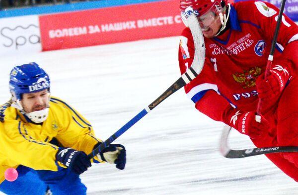 Сергей Ломанов (справа)