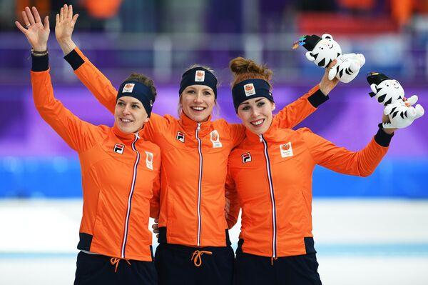 Ирен Вюст (Нидерланды) - 2-е место, Карлейн Ахтеректе (Нидерланды) - 1-е место, Антойнетте де Йонг - 3-е место.