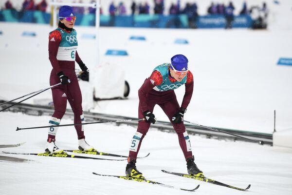 Российские спортсменки Наталья Непряева (слева) и Юлия Белорукова