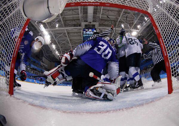 Игровой момент матча США - Словения