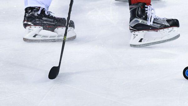Игровой момент хоккейного матча на олимпийском турнире в Пхенчхане