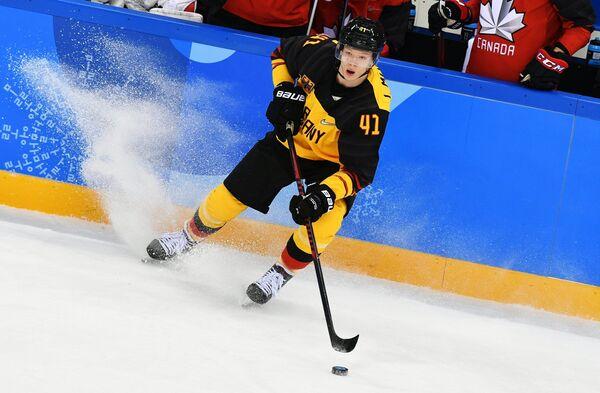 Немецкий хоккеист Йонас Мюллер