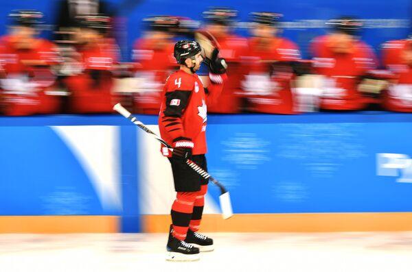 Канадский хоккеист Крис Ли