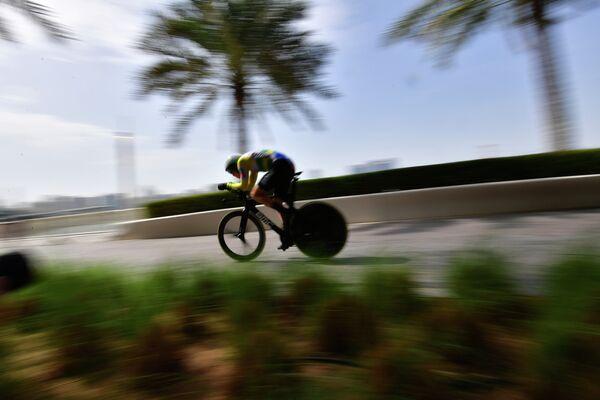 Австралийский велогонщик команды BMC Роан Деннис