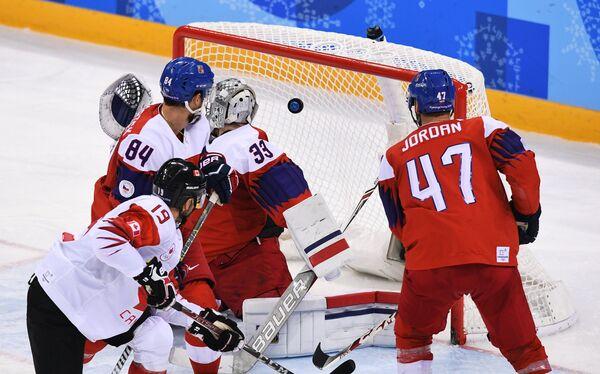 Игровой момент матча Чехия - Канада