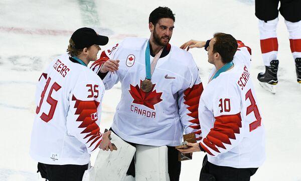 Игроки сборной Канады Джастин Питерс, Кевин Пулен и Бен Скривенс (слева направо)