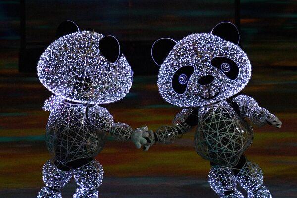 Участники церемонии закрытия зимних Олимпийских игр в Пхенчхане