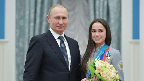 Президент РФ Владимир Путин вручил орден Дружбы Алине Загитовой