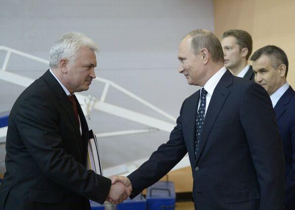 Владимир Путин и Сергей Елисеев (слева)