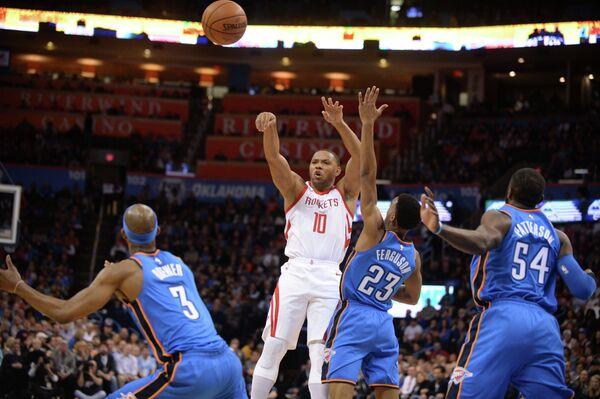 Игровой момент матча НБА Оклахома-Сити - Хьюстон