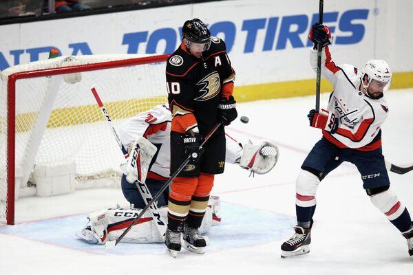 Игровой момент матча НХЛ Анахайм - Вашингтон