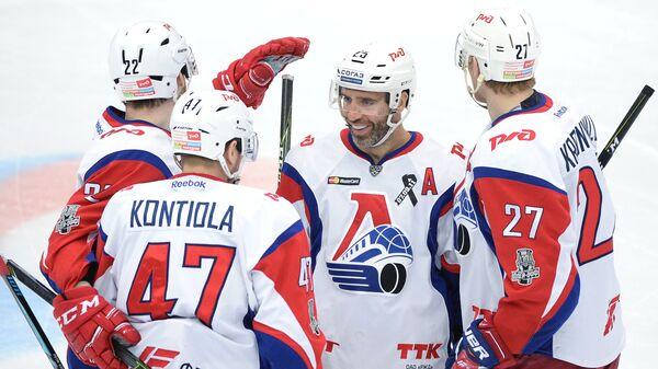 Игроки ХК Локомотив Якуб Накладал, Петри Контиола, Максим Тальбо и Стаффан Кронвалль (слева направо)
