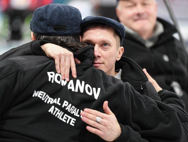 Российские керлингисты Константин Курохтин (справа) и Марат Романов радуются победе