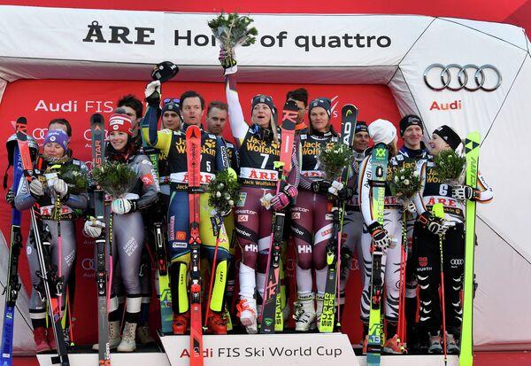 Французские, шведские и немецкие горнолыжники (слева направо)