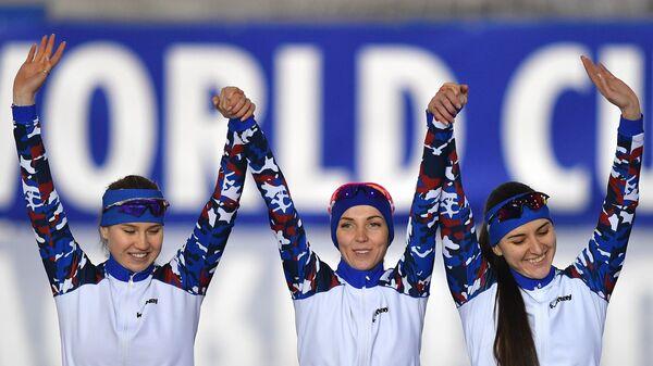Российские конькобежки Ольга Фаткулина, Елизавета Казелина и Ангелина Голикова (слева направо)
