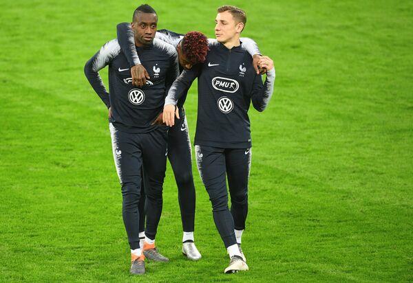 Полузащитник сборной Франции по футболу Блез Матюиди (слева) и защитник Лука Динь (справа)