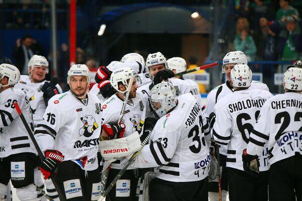 Хоккеисты Трактора радуются победе