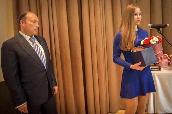 Российская пятиборка Ксения Фральцова (справа)