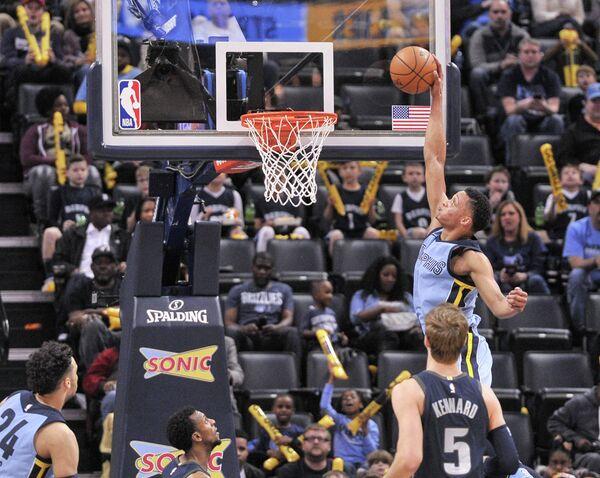 Игровой момент матча НБА Мемфис - Детройт