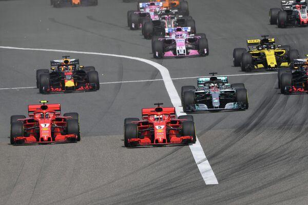Пилоты Формулы-1 на трассе Гран-при Китая