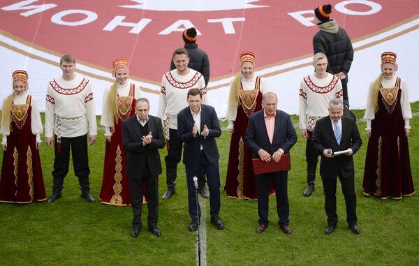 Президент ФК Урал Григорий Иванов (второй справа)