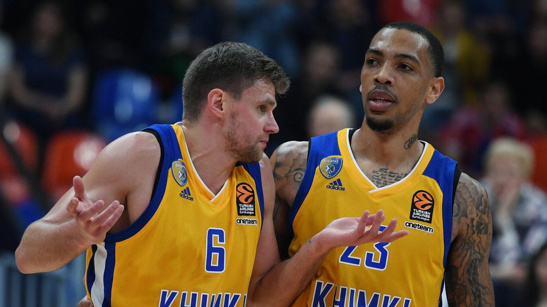 Баскетболисты Химок Егор Вяльцев (слева) и Малкольм Томас  - РИА Новости, 1920, 15.01.2021