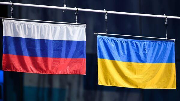 Флаг России и флаг Украины