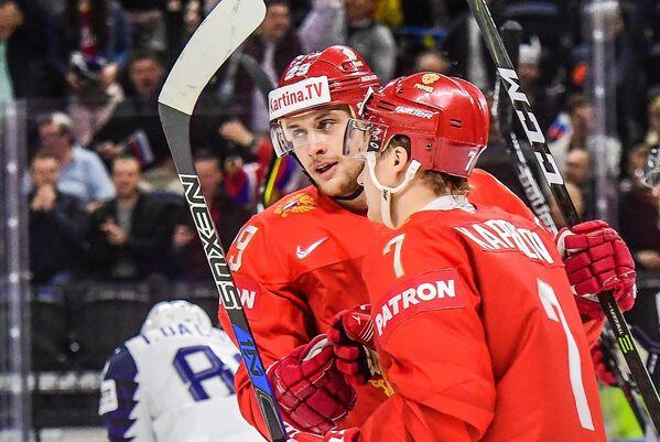 Хоккеисты сборной России Илья Каблуков и Кирилл Капризов (слева направо)