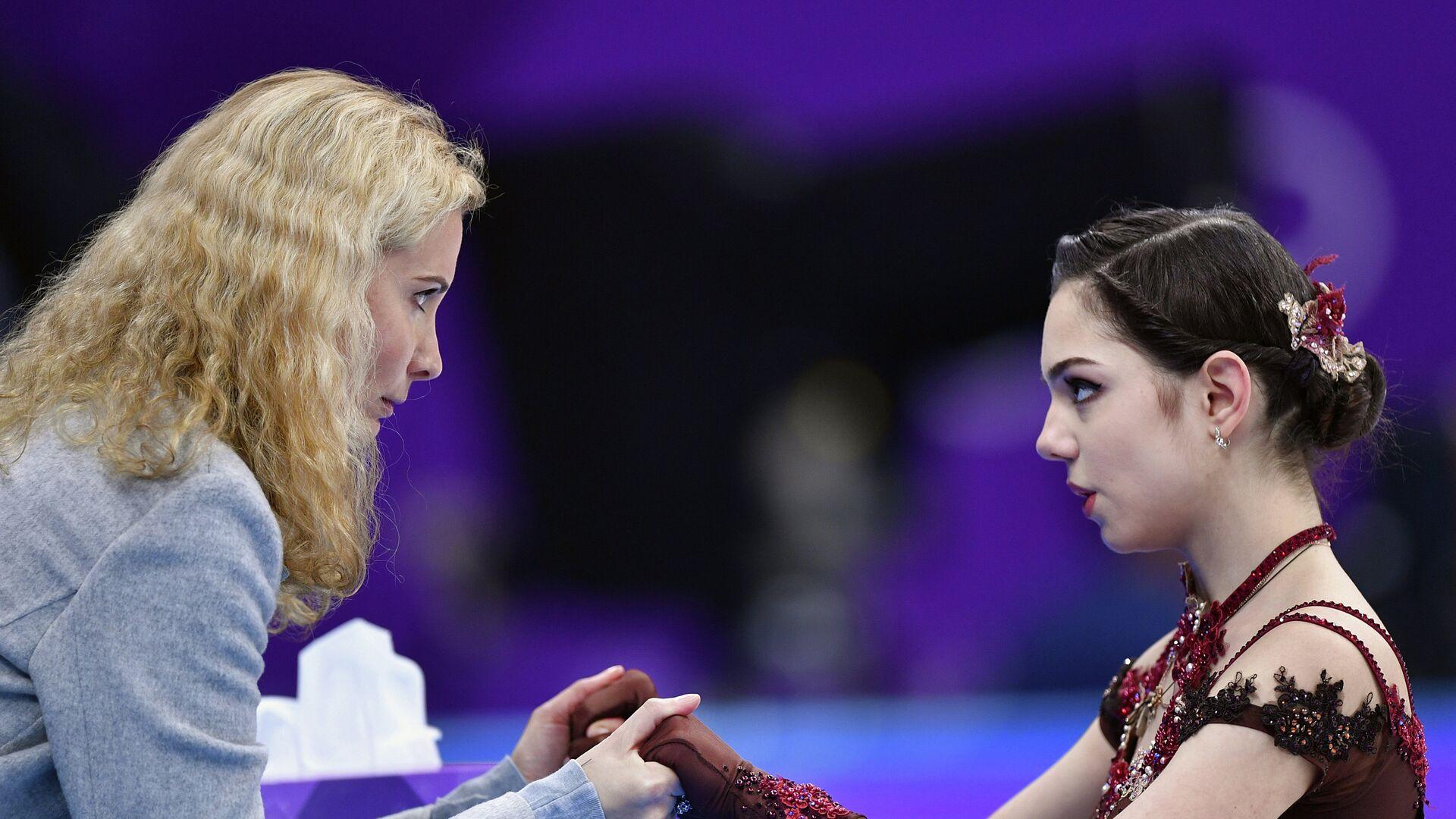 Этери Тутберидзе и фигуристка Евгения Медведева (справа) - РИА Новости, 1920, 18.09.2020