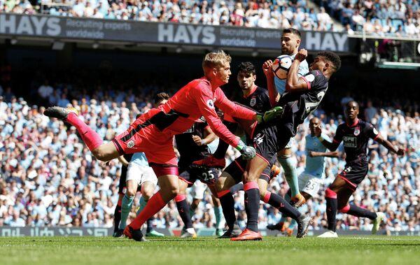 Игровой момент матча Манчестер Сити - Хаддерсфилд Таун