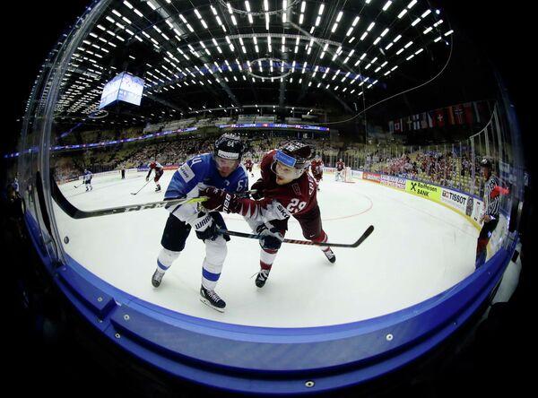Игровой момент матча группового этапа чемпионата мира между сборными Финляндии и Латвии