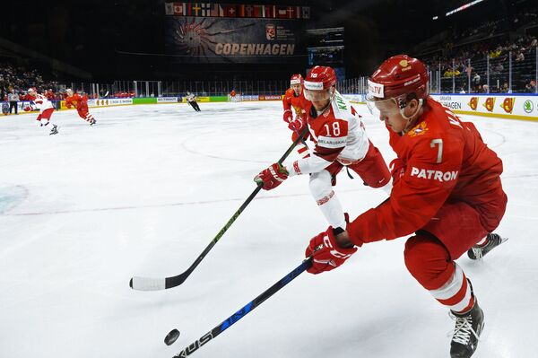 Нападающий сборной России Кирилл Капризов (справа)
