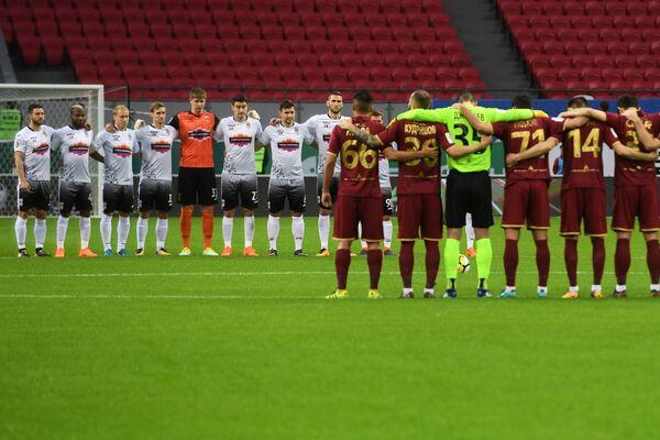Футболисты Рубина и Уфы во время минуты молчания