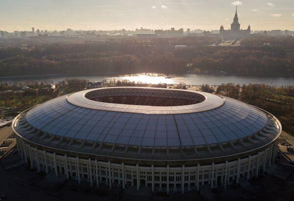Большая спортивная арена Лужники в Москве и МГУ