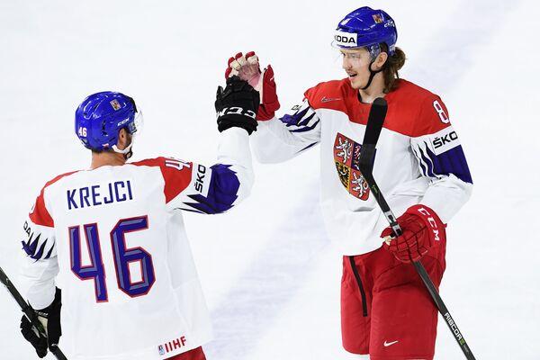 Хоккеисты сборной Чехии Давид Крейчи (слева) и Либор Шулак