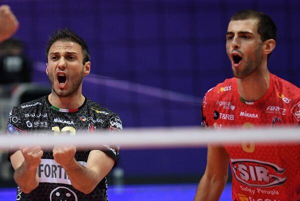 Игроки ВК Перуджа Массимо Колачи (слева) и Аарон Расселл