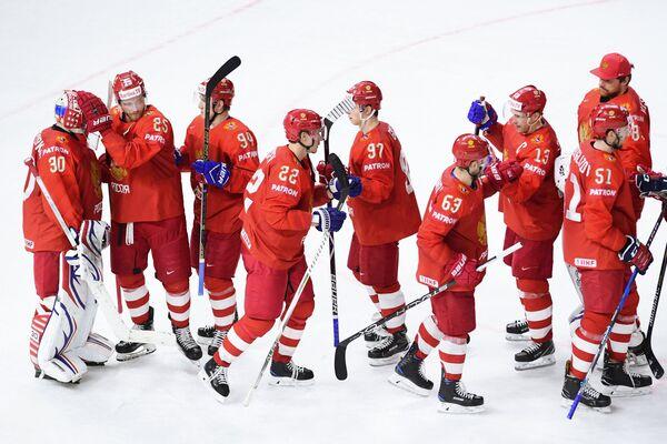 Хоккеисты сборной России радуются победе
