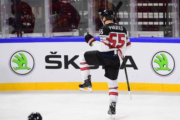 Защитник сборной Канады Колтон Парайко радуется заброшенной шайбе