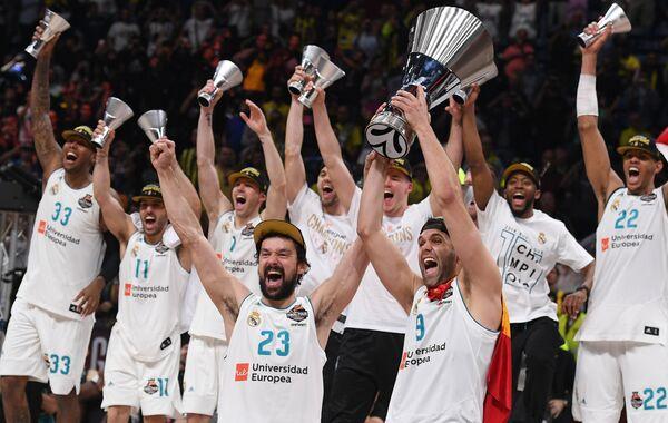 Баскетболисты Реала Серхио Льюль и Фелипе Рейес (справа)