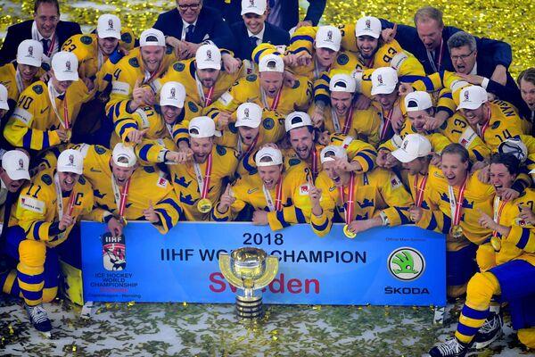 Хоккеисты сборной Швеции на церемонии награждения