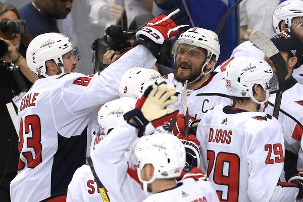 Хоккеисты Вашингтон Кэпиталз радуются выходу в финал Кубка Стэнли