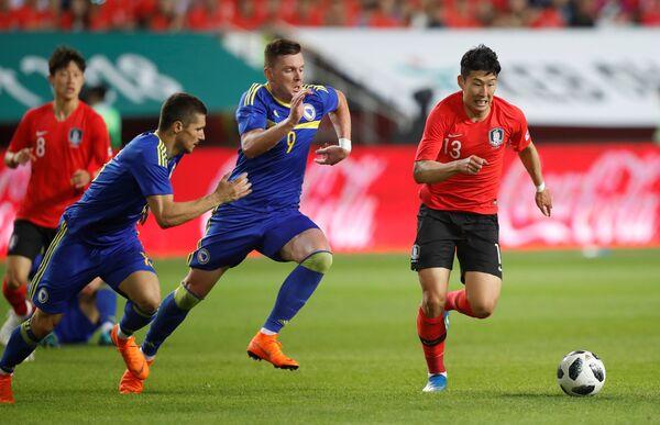 Игровой момент матча Босния - Южная Корея