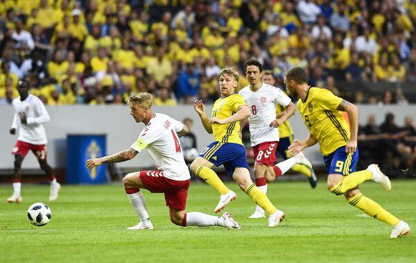 Игровой момент товарищеского матча Швеция - Дания