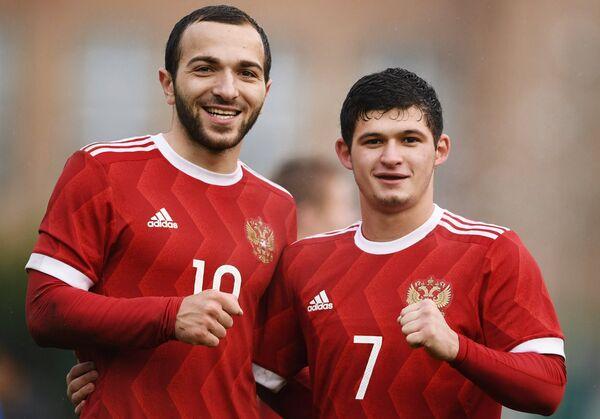 Игроки молодежной сборной России Георгий Мелкадзе (слева) и Аяз Гулиев